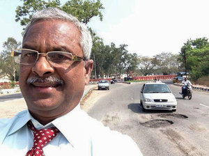 Indian Retiree Wages His Own War on Potholes